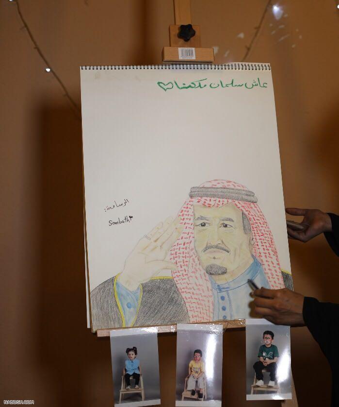 الرسامة السعودية وزيره الشراري تفتتح اعمالها بمهرجان طبرجل برسم الملك سلمان