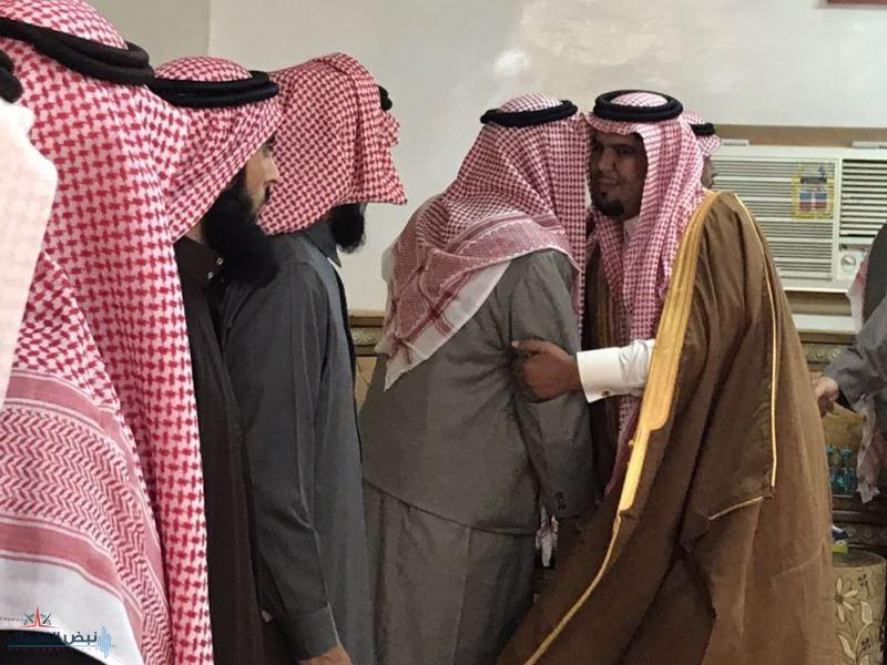 المطيري يقدم العزاء إلى أسرة شهاب العوينان