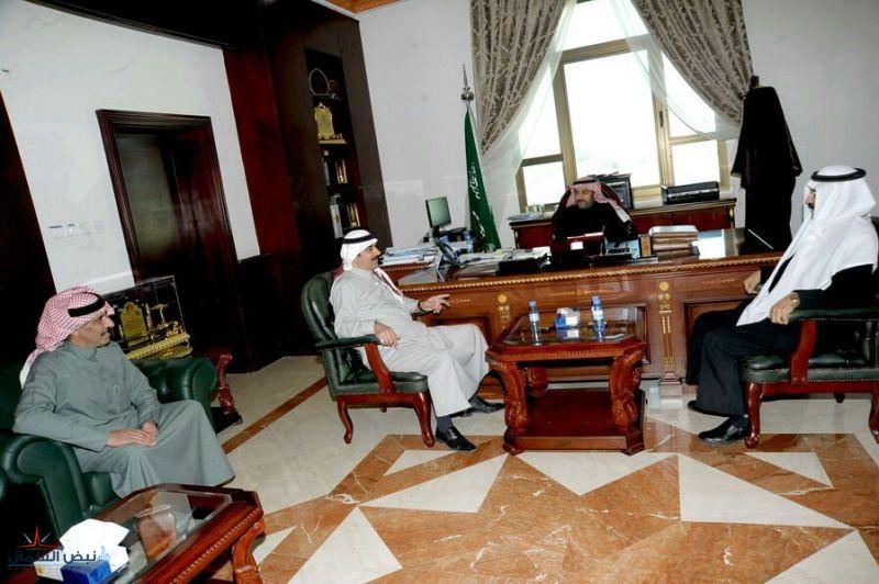 محافظ القريات يستقبل رئيس مجلس إدارة نادي القريات بمكتبه