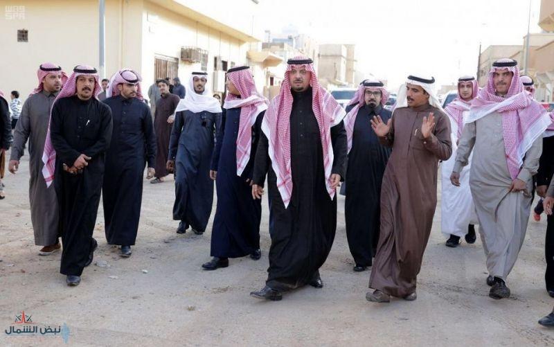 أمير الحدود الشمالية يتفقد أحياء وشوارع محافظة طريف
