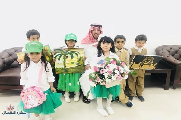 رئيس بلدية صوير يستقبل أطفال الروضة ويكرم المشاركات بمعرض المدارس