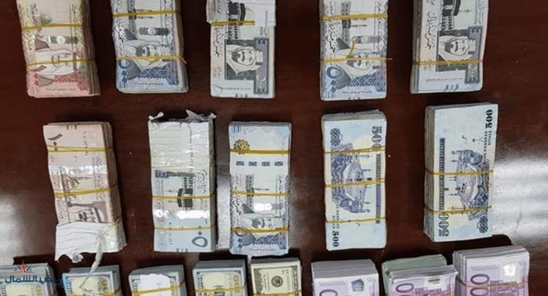 السودان: إحباط تهريب عملات أجنبية ضمت أكثر من مليون ريال سعودي إلى الخارج