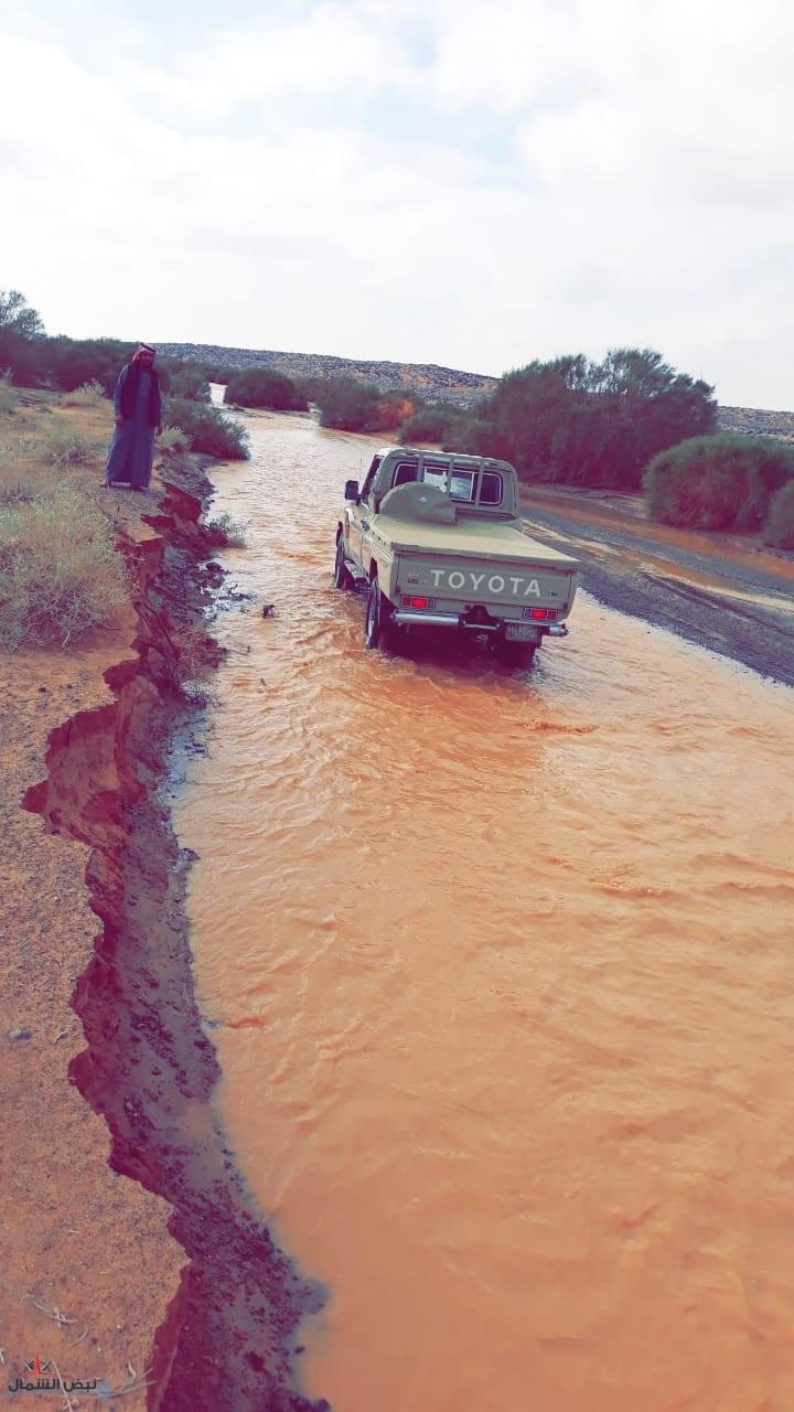 بالفيديو | شاهد.. الأمطار التي سقطت على (الطبيق ، النفود ، الطويل - والمواقع البرية في طريف وحرة الحرة) وجريان بعض الأودية والشعاب