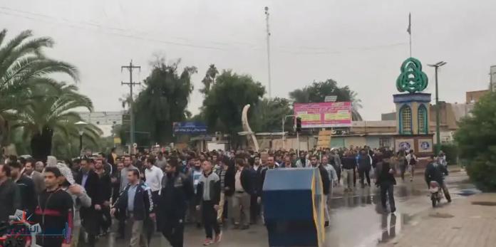 عمال إيران.. جاع أطفالهم فأصبحوا شعلة الاحتجاجات