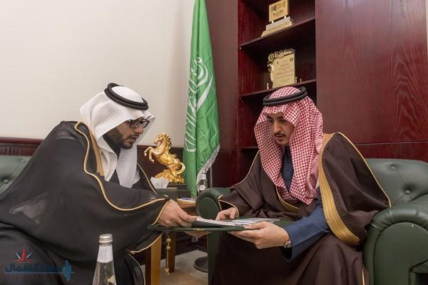 الأمير فيصل بن نواف يستقبل رئيس محكمة القريات وعميد الكلية التقنية
