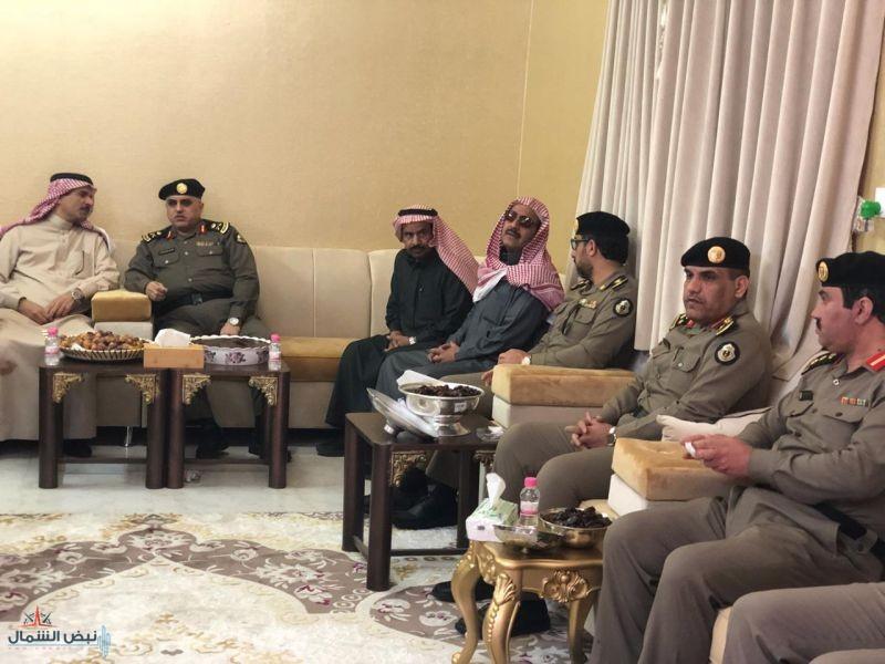 وزير الداخلية يعزي عائلة الفرهود بوفاة والدتهم