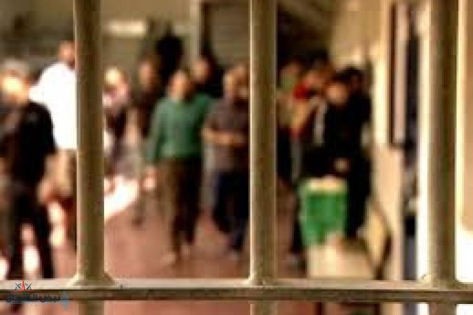 أسرى فلسطينيون يطعنون جنديين إسرائيليين داخل معتقل النقب