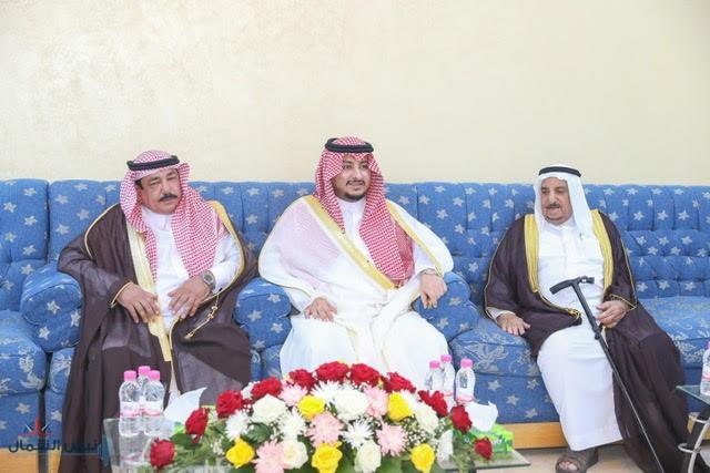 نائب أمير الجوف يزور عدداً من أهالي المنطقة بمحافظة دومة الجندل