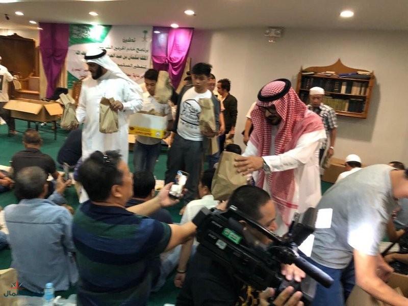 السفير السعودي بالفلبين يطلق برنامج خادم الحرمين لتفطير الصائمين