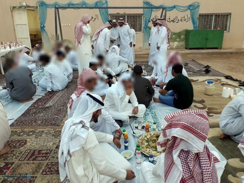 ملاحظة القريات تقيم افطار جماعي لنزلاء الدار