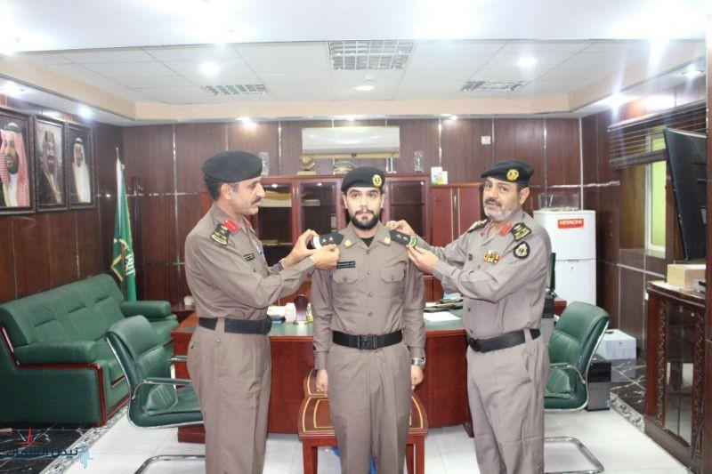 مدير شرطة الجوف المكلف يقلد الملازم اول الدرعان رتبته الجديد