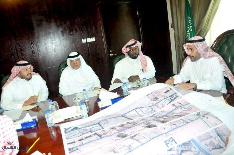 محافظ القريات يعقد إجتماعاً مع الإدارات الخدمية بالمحافظة