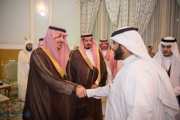 أمير الجوف يستقبل الأهالي والمسؤولين بمحافظة دومة الجندل