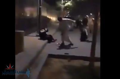 النيابة العامة: القبض على شخص ظهر في فيديو يعتدي على امرأة في مكان عام