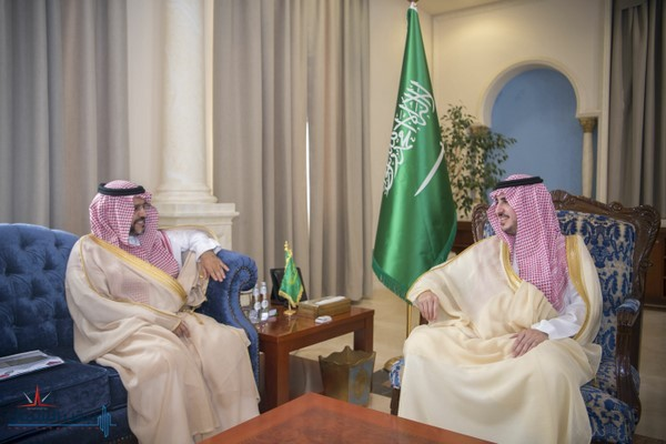 الأمير فيصل بن نواف يستقبل مدير جامعة الجوف