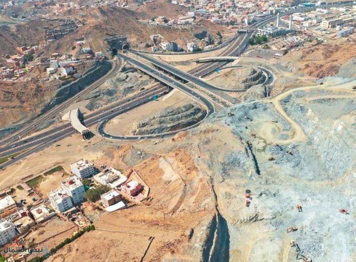 """أكملت تنفيذ 3 تقاطعات.. """"تطوير مكة"""" تستعرض سير الأعمال الإنشائية بـ""""الدائريين"""" الثاني والثالث (صور)"""