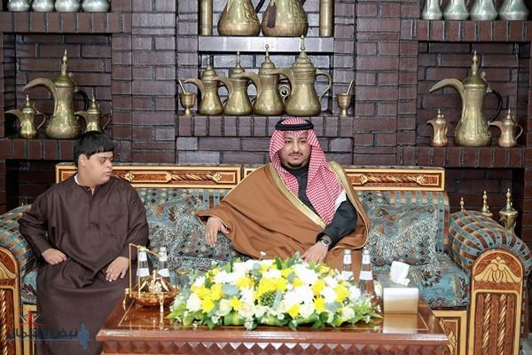 أمير الجوف بالنيابة يزور مدير فرع الخدمة المدنية سابقاً