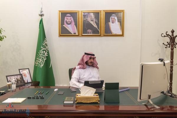 أمير الجوف يستعرض جهود القطاع غير الربحي ويشيد بجهودهم