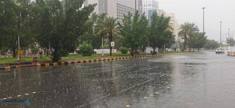 """""""الأرصاد"""" تصدر تنبيهات بأمطار رعدية وسحب ممطرة على عدة مناطق وضباب بأخرى"""