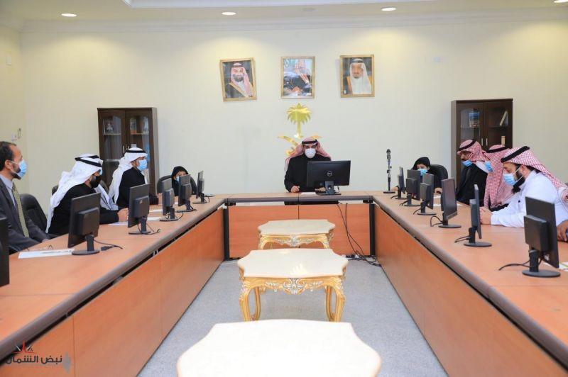 محافظ طريف يُكرِّمُ الفائزين في مسابقة (مدرستي الرقمية) على مستوى مكتب التعليم بالمحافظة