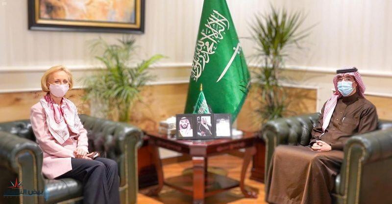 الدكتور العواد يستقبل القائمة بالأعمال في سفارة الولايات المتحدة الأمريكية