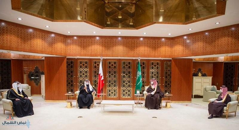 ولي العهد وولي عهد البحرين يستعرضان العلاقات الوثيقة بين البلدين الشقيقين