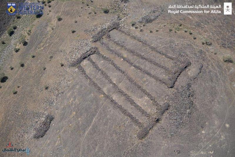 """بُنيت قبل الأهرامات.. دراسة بريطانية: """"المستطيلات"""" في شمال غرب المملكة من أقدم الآثار عالميًا وعمرها أكثر من 7 آلاف سنة"""