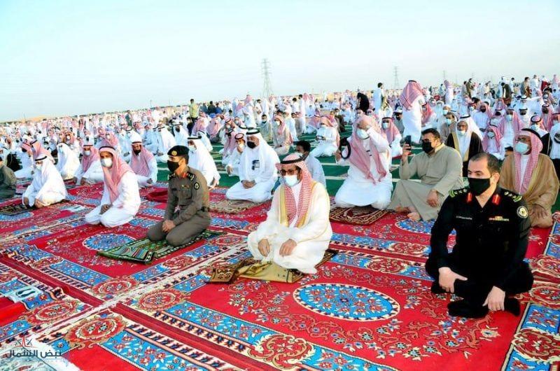 محافظ القريات يتقدم المصلين بصلاة عيد الفطر المبارك