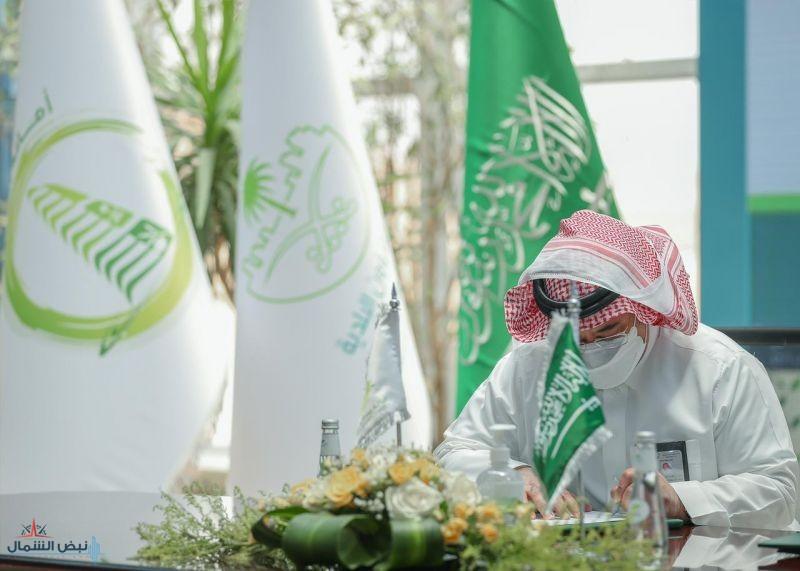 أمين الجوف يوقع عقد مشروع نظافة لمحافظة القريات وقراها بأكثر من 70  مليون ريال