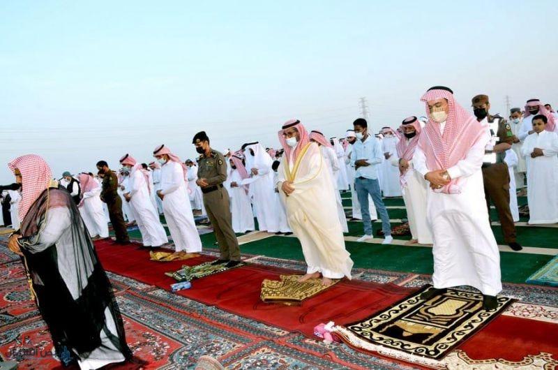 محافظ القريات يتقدم المصلين في صلاة عيد الأضحى المبارك