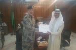 قائد حرس الحدود اللواء سعد القحطاني يكرم  سعادة مدير صحة القريات وبعض من منسوبي الصحة