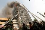 مقتل العشرات من رجال الإطفاء بانهيار برج في طهران