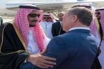 خادم الحرمين يصل عمّان وملك الأردن في استقباله بالمطار