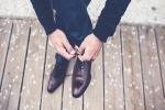العلماء يفسرون سبب انفكاك أربطة الأحذية