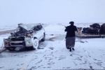 """إنزلاق شاحنة نقل سيارات وإنقلابها وتناثر المركبات من على ظهرها بالقرب من مركز """"الحماد"""" بالقريات"""