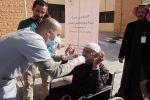 """فريق طبي يفعل التطوع بعيادة نزلاء """"رعاية الجوف"""""""