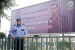 """في رسالة للكيان الصهيوني.. """"حماس"""" تعلق صورة أسير إسرائيلي لديها في قطاع غزة"""