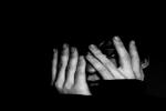 """مصرية تخلع زوجها بسبب """"خوفه الشديد من الظلام"""""""