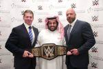 آل الشيخ يوقِّع مع WWE لإقامة منافسات المصارعة في المملكة لمدة 10 سنوات