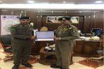 تكريم وكيل الرقيب محمد معيوف العنزي من شرطة محافظة القريات لتميزه بعمله