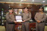 مدير شرطة منطقة الجوف يكرم العقيد عبدالله المتعب نظير جهوده وتميزه في عمله الفترة الماضية