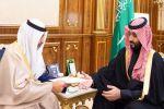ولي العهد يتسلم رسالة من أمير الكويت