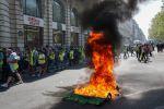 احتجاجات السترات الصفراء.. شغب وحرق واعتقالات بباريس