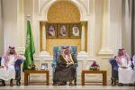 أمير الجوف يستقبل موظفي الإمارة ويبادلهم التهاني بعيد الأضحى المبارك