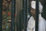 الحكم بالسجن 10 سنوات على البشير .. وهيئة الدفاع: لم يتسلَّم أيَّ أموال