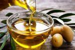 دراسة: استخدام زيت الزيتون بدلا من الزيوت العادية قد يقلل الإصابة بهذه الأمراض