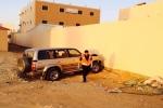 شاب يفقد السيطرة على مركبته ويرتطم بمركز إسعاف قارا