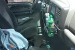 بالفيديو.. رجل يستخرج مفتاحه من داخل سيارته بطريقة عجيبة