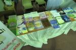 جناح المكتبة العامة بالقريات يقوم بتوزيع مجموعة من الكتب الثقافية البارزة